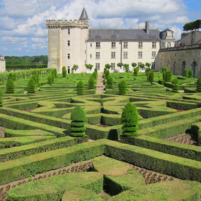 image of a chateaux garden in the Loire Valley
